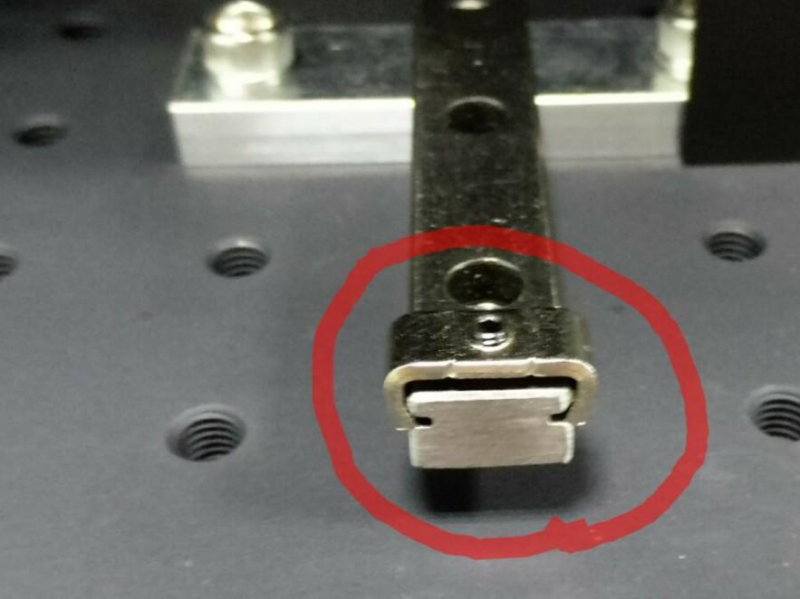 使用直线导轨的怎样锁紧,有没有限位块,直线导轨滑块锁紧机构
